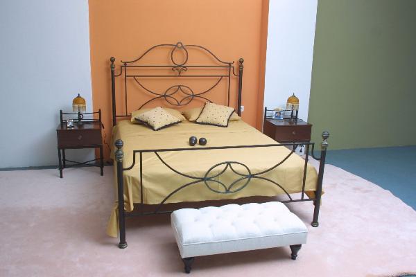 """Κρεβάτι """"Μανόλια"""""""